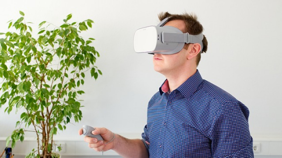 What is the difference among virtual reality, augmented reality and Mixed Reality?