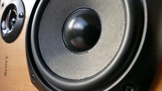 What is the difference between studio monitor and stereo speakers?