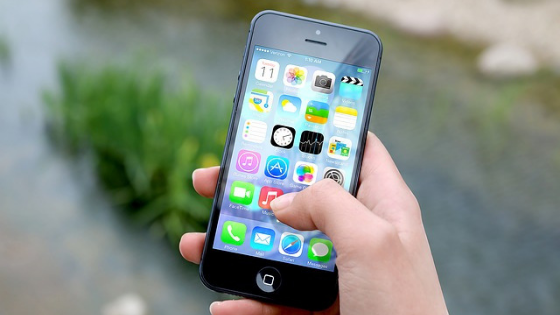 How to increase the size of the screens on the iPhone